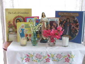 Rebeccas_may_altar